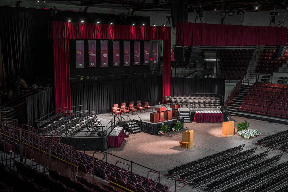 central-michigan-university-graduation-stage-003