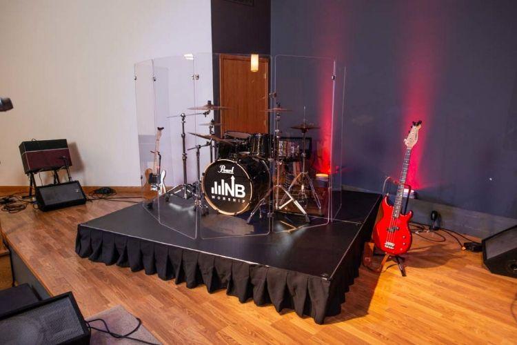 how big should a drum riser be